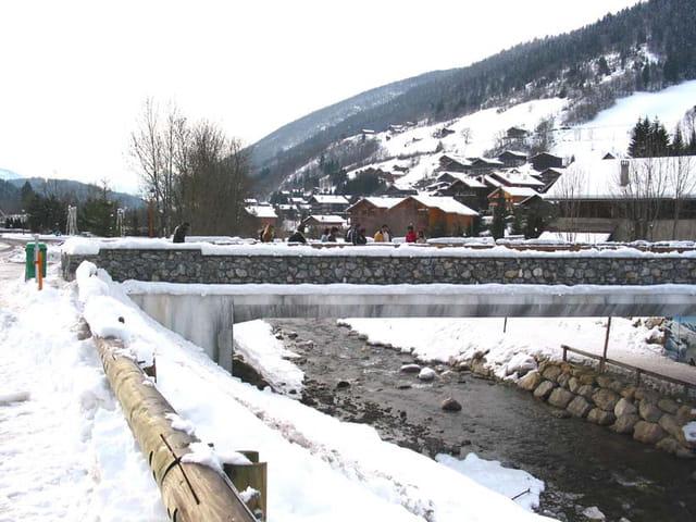 Pont sous la neige