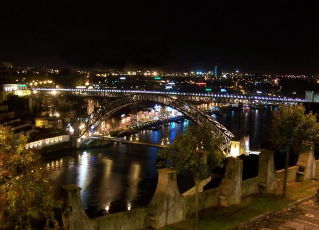 ponte Dom Luis di notte