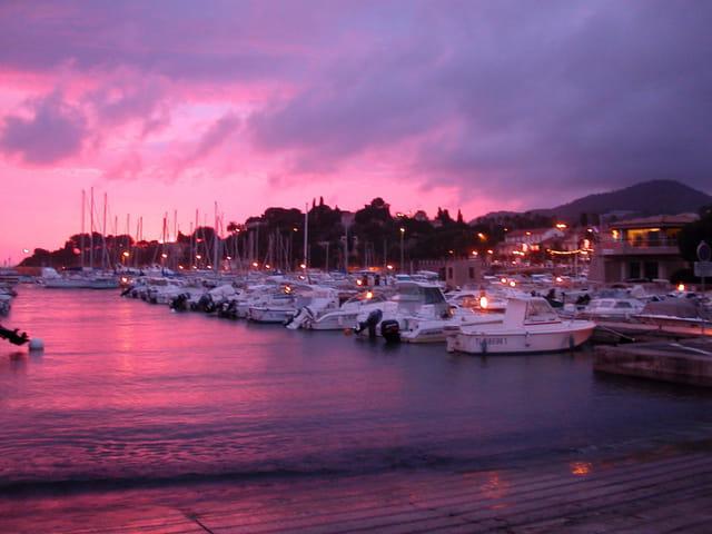 Port de carqueiranne par guillaume vigneron sur l 39 internaute - Restaurant carqueiranne port ...