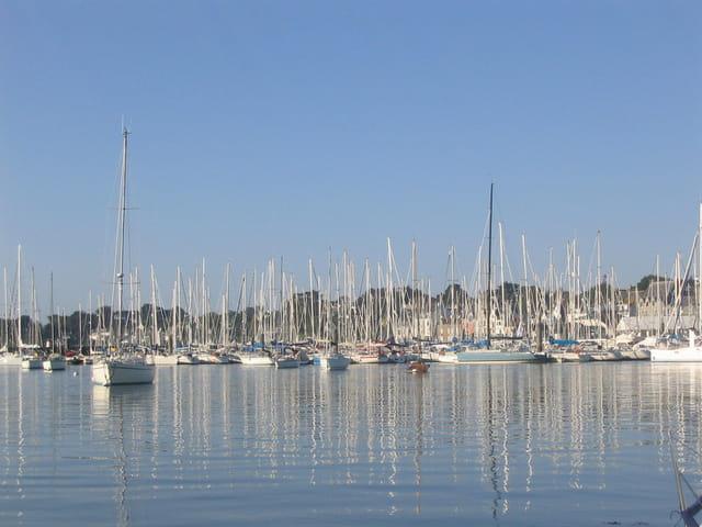 Port de la trinite sur mer au petit matin