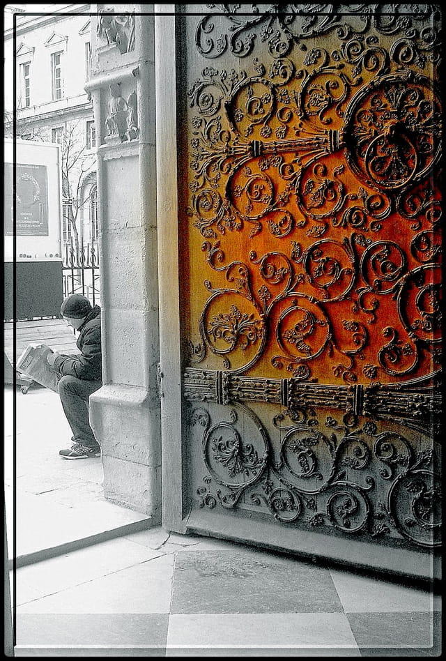 Porte à ferrures de Notre-Dame
