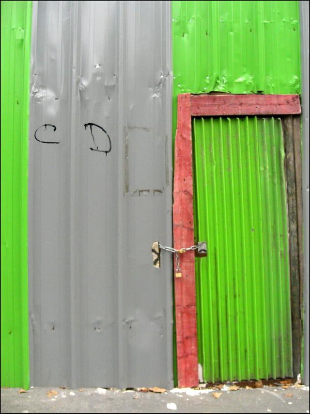 Porte de chantier en tôle ondulée