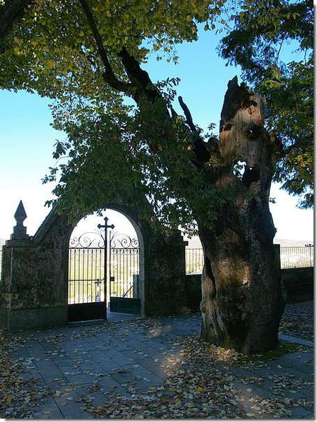 Porte de cimetière