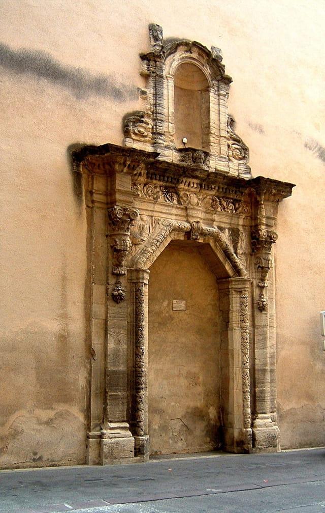 Porte de l'ancien couvent des Carmélites