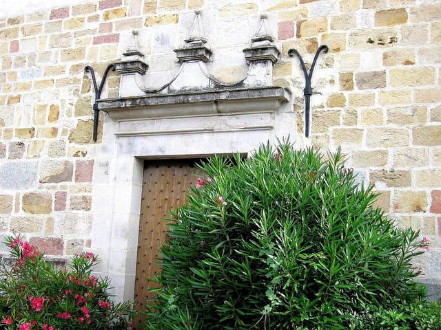Porte de l'église Saint Pierre