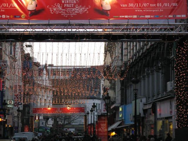 Portique et illuminations de rue