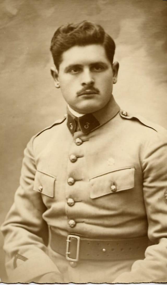 Portrait de papa en tenue de soldat