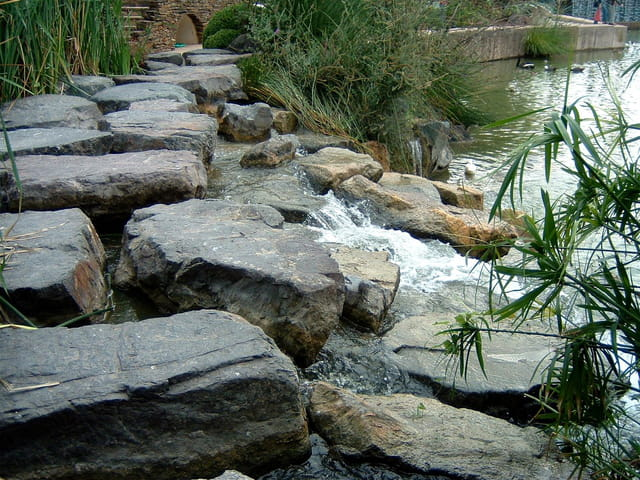 Poser les pieds sur les pierres