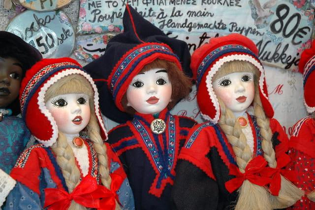 Poupées en costumes finlandais