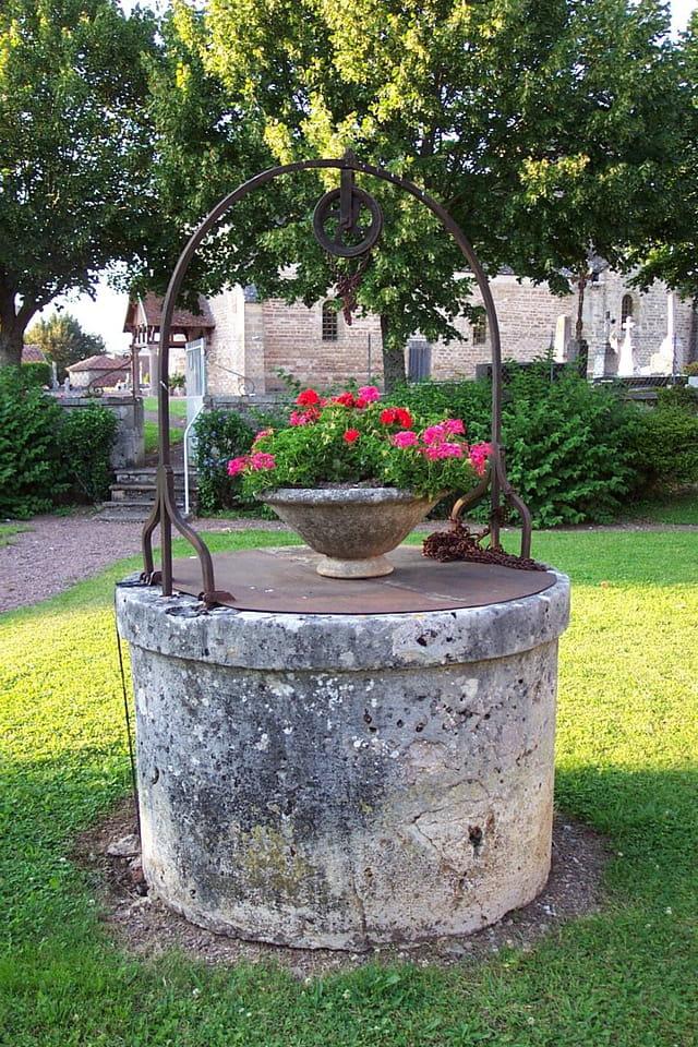 puits fleuri à Clamerey