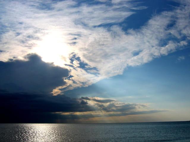 Rayons traversant les nuages