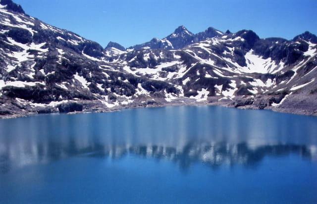 Reflet dans le lac d'artouste