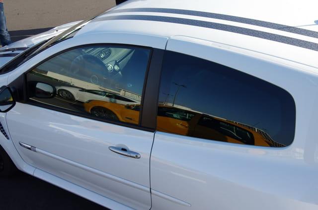Reflet sur une Clio RS