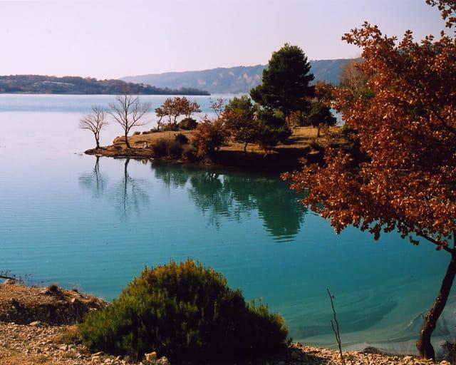 Reflets dans le lac de sainte-croix