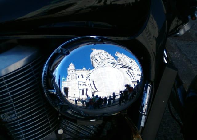 Reflets sur une moto