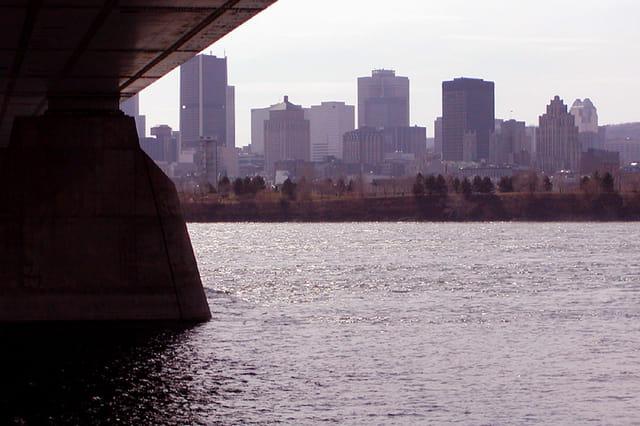 Regard dessous le pont