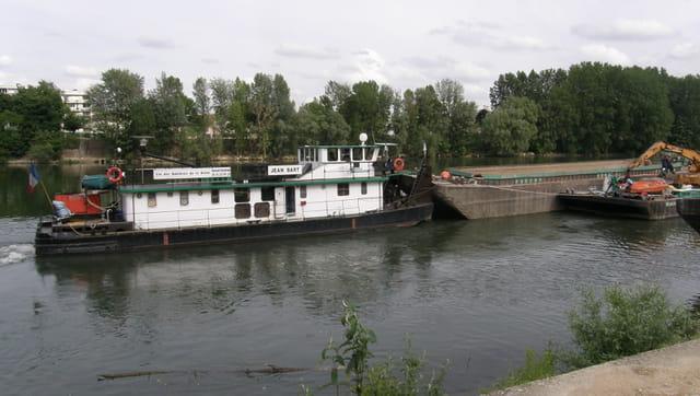 Renflouage d'une barge géante sur la Seine 12