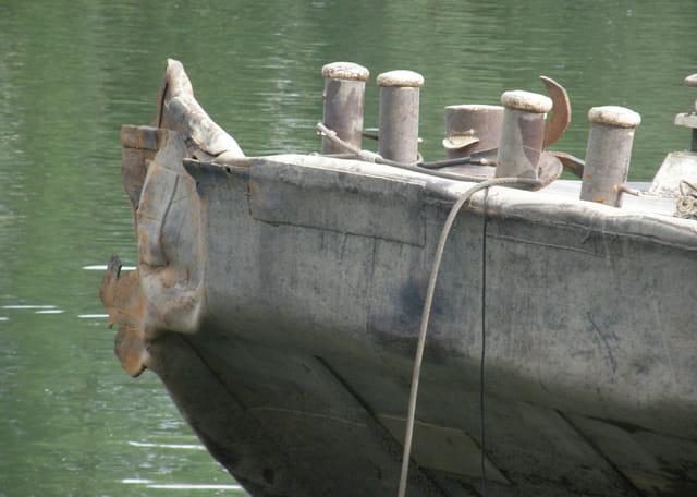 Renflouage d'une barge géante sur la Seine 9
