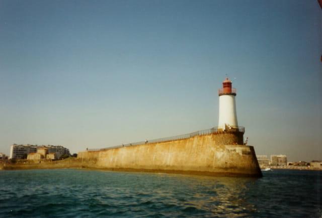 Rentrons au port, attention phare à bâbord