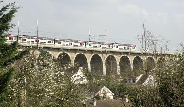 RER A - Rames de cinq voitures à deux étages