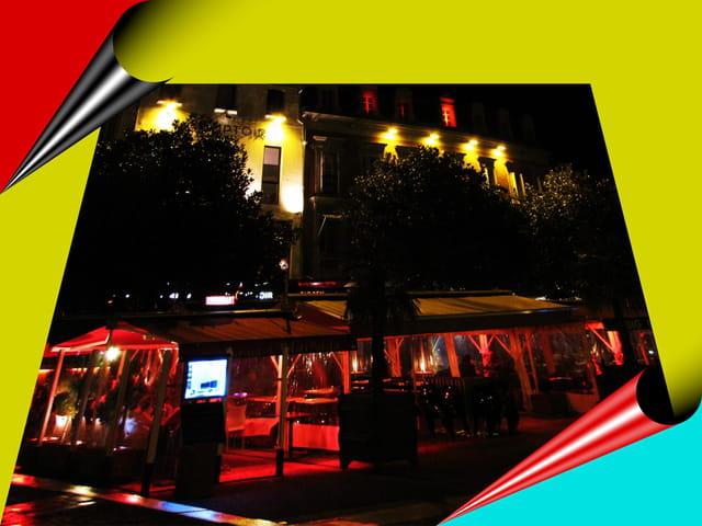 Restaurant by night. TARBES.