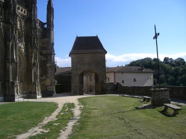 Restes d'un monastère