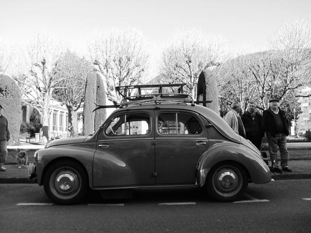 Rétromobile. 4 CV.
