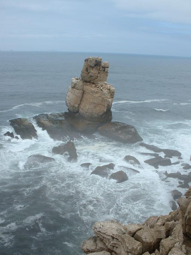 Roche au milieu de l'océan