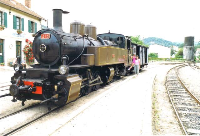 Romane et jodie sur la locomotive