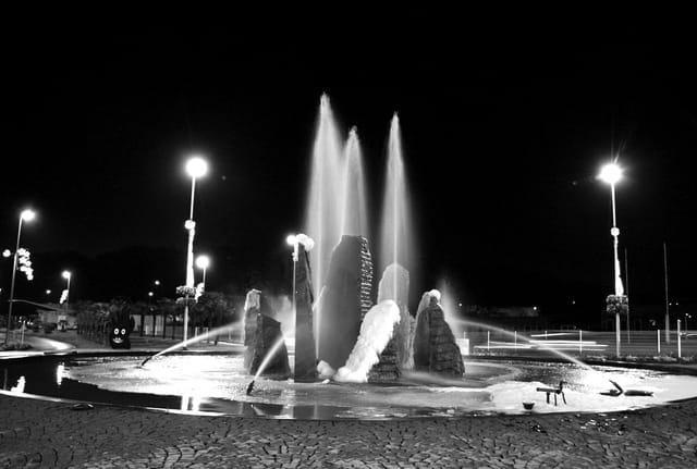 Rond point la nuit