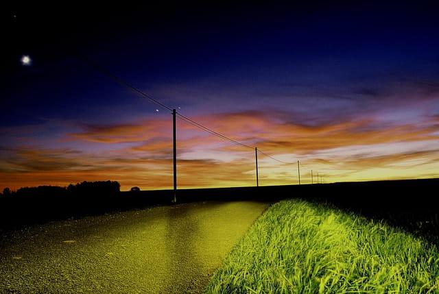 Route au crépuscule