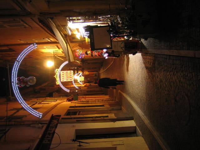 Rue basse le soir