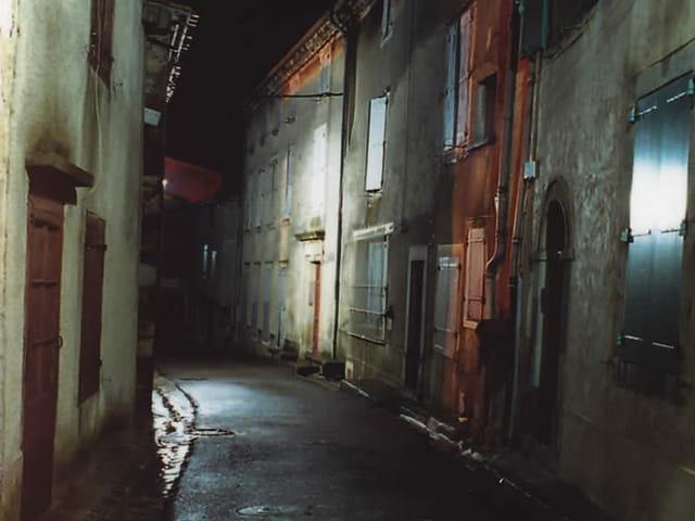 Rue de la mairie, la nuit