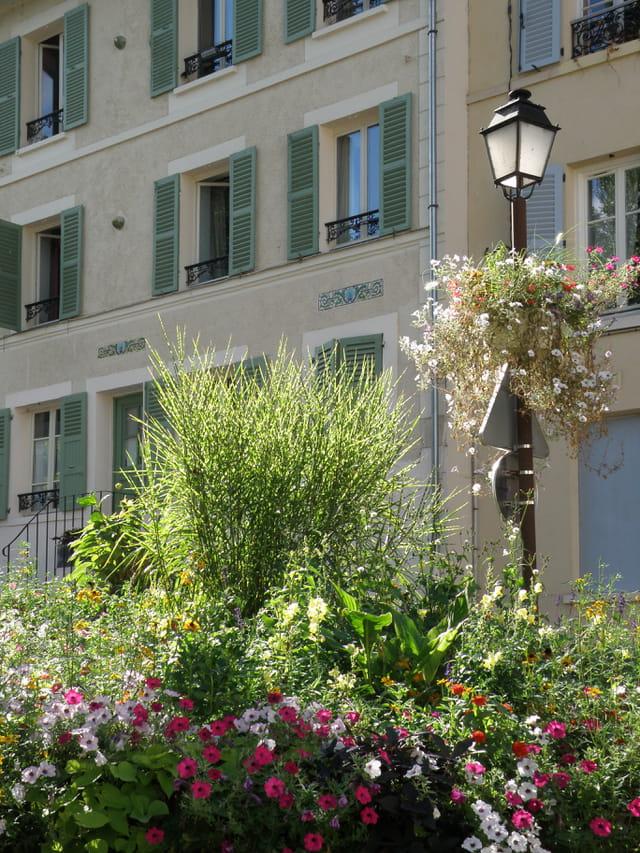 rue de paris le lampadaire par g rard robert sur l 39 internaute. Black Bedroom Furniture Sets. Home Design Ideas