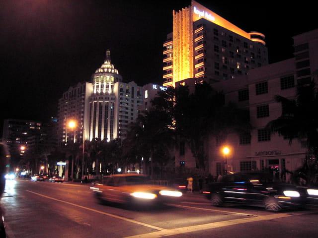 Rue de south beach la nuit