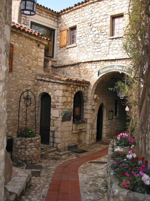 Ruelle du village ezasque