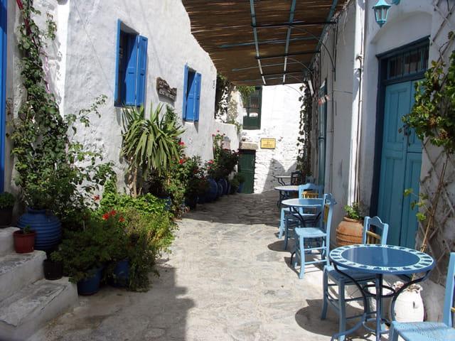 Ruelle village grec