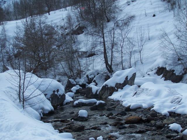 Ruisseau en hiver.
