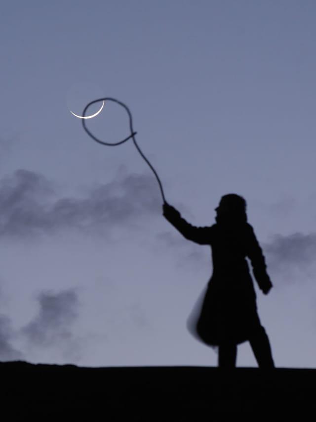 Sabine attrape la Lune au lasso