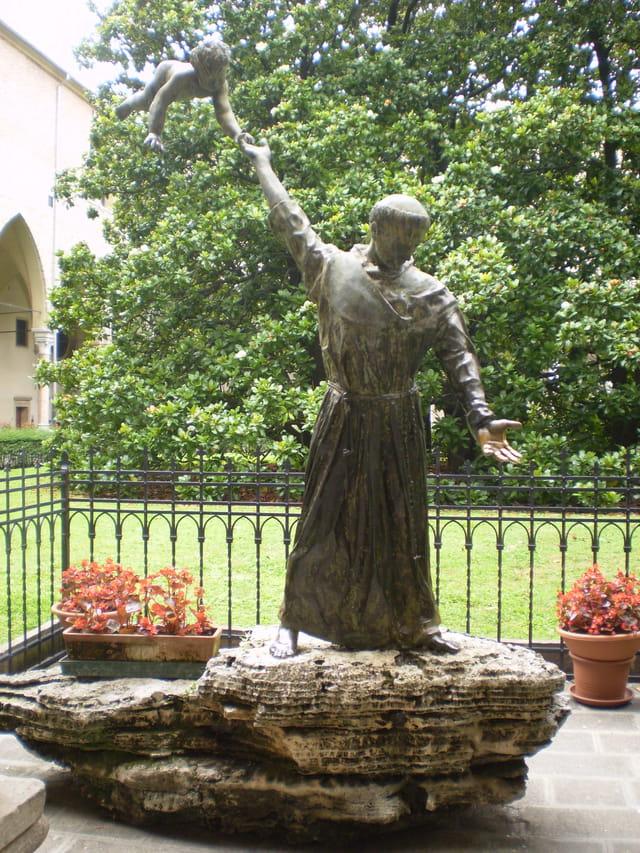 Saint-Antoine vu du cloître