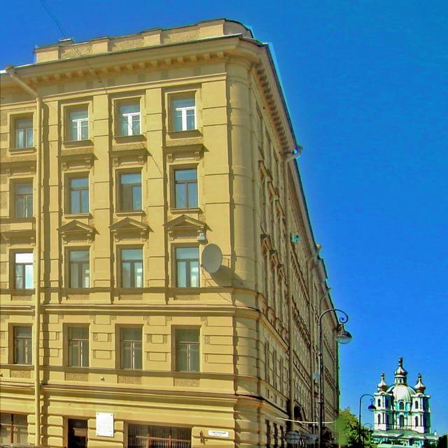 Saint Petersbourg,  Smolny, immeuble et cathédrale