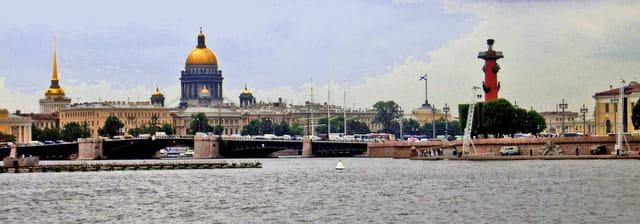 Saint Petersbourg, St Isaac et l'île Vassilevski vus de la forteresse