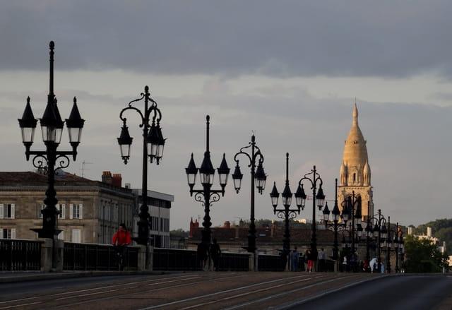 Sainte Marie et le pont de Pierre
