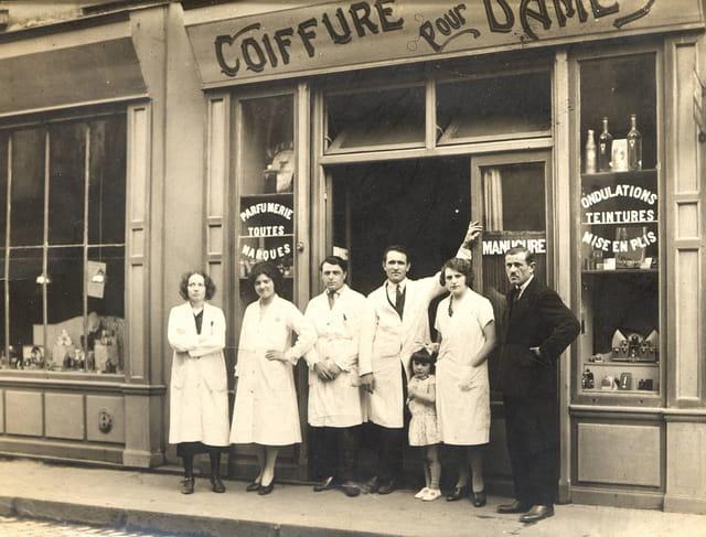 Salon de coiffure en 1930