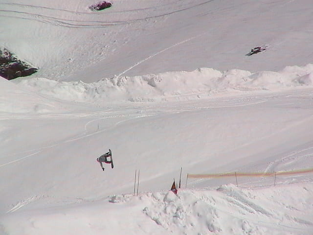 Saut en snowboard