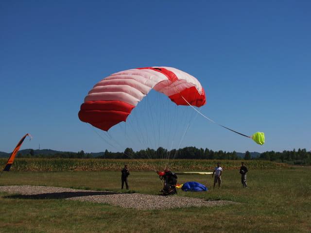 Saut tandem en parachute.