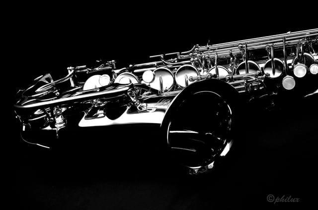 saxo black and white