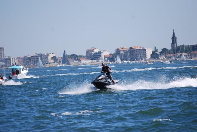 scooter de mer sur le Bassin d'Arcachon