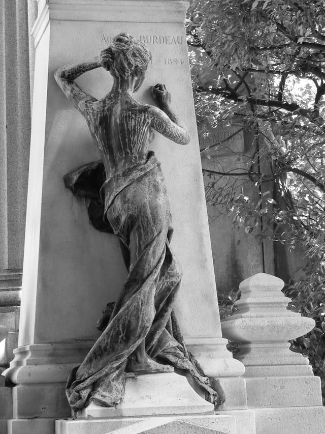 Sculpture au Père Lachaise