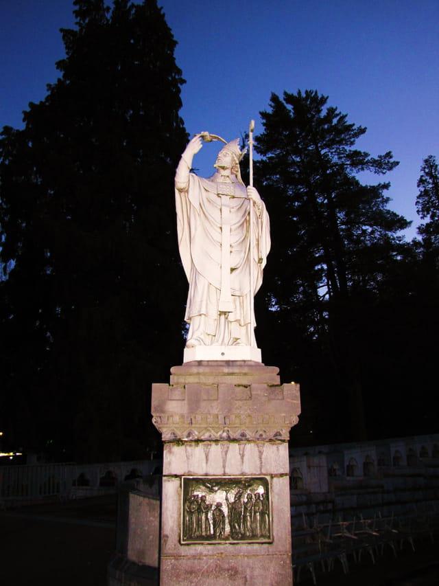 Sculpture des sanctuaires de Lourdes.